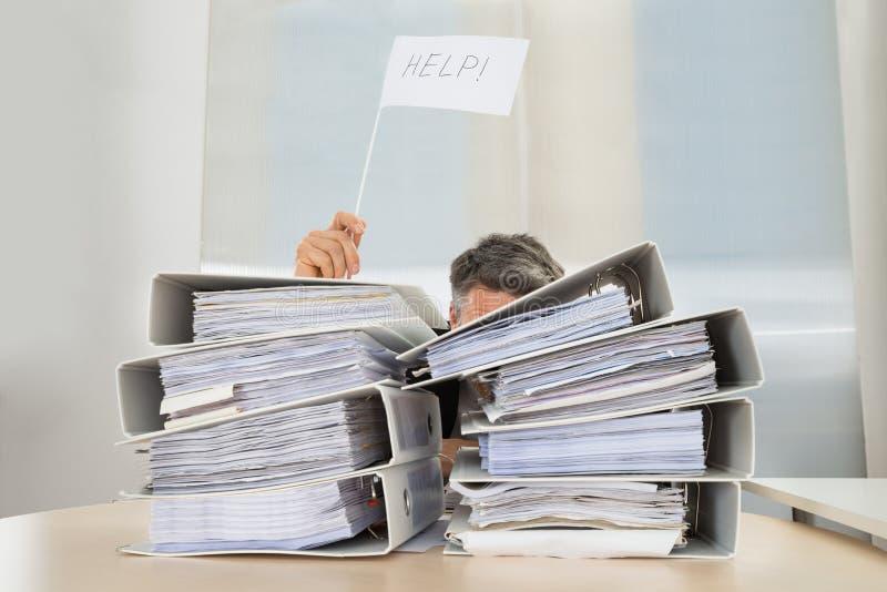 Hombre de negocios que pide ayuda imágenes de archivo libres de regalías