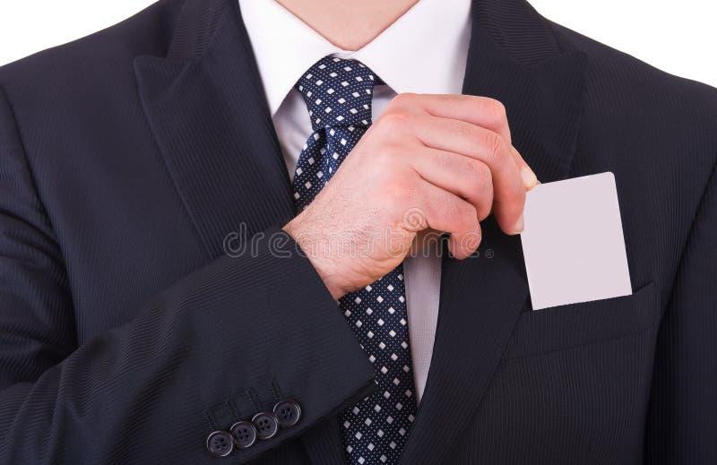 Hombre de negocios que pone la tarjeta en blanco en su bolsillo. fotos de archivo