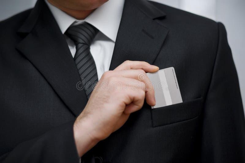 Tarjeta de crédito en bolsillo imagenes de archivo