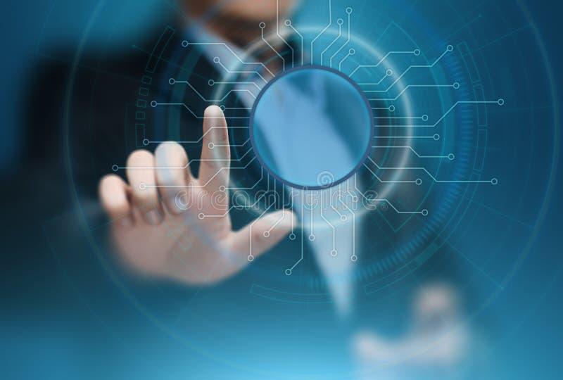 Hombre de negocios que presiona el botón Concepto del negocio de Internet de la tecnología de la innovación Espacio para el texto foto de archivo libre de regalías