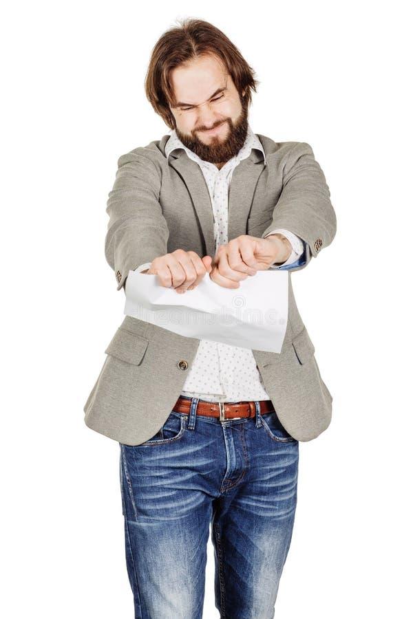 Hombre de negocios que rasga para arriba un documento, un contrato o un acuerdo imagen de archivo