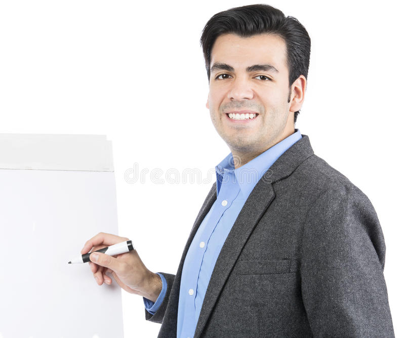 Hombre de negocios que señala en el flipchart en blanco blanco foto de archivo libre de regalías