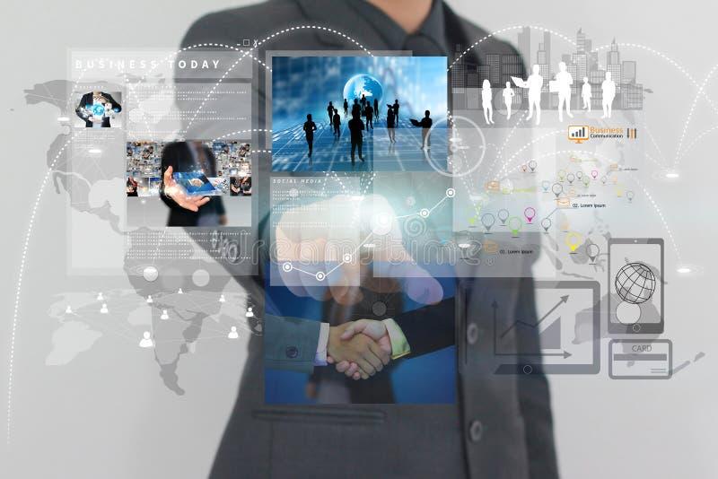 Hombre de negocios que señala en la pantalla virtual stock de ilustración