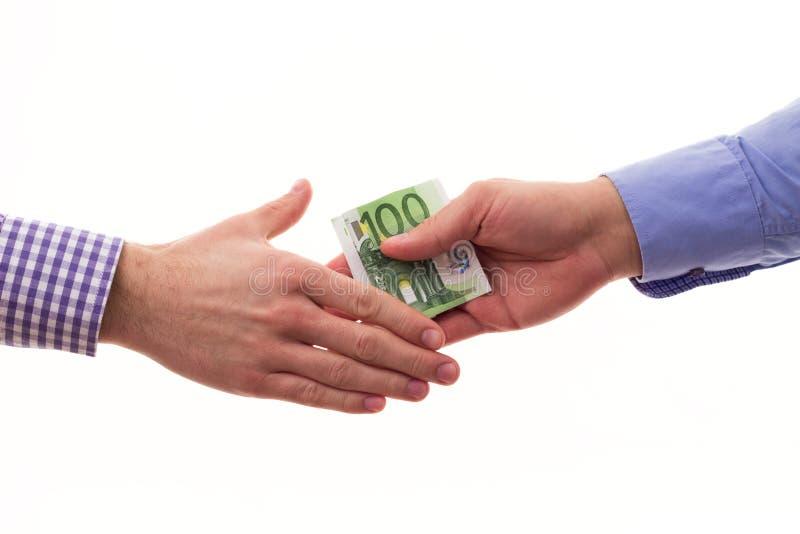Hombre de negocios que soborna al otro hombre de negocios con el dinero euro imágenes de archivo libres de regalías