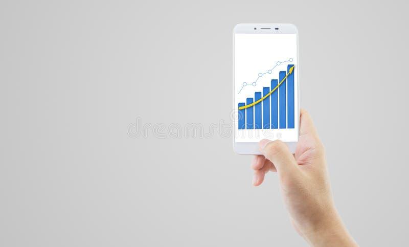 hombre de negocios que sostiene el teléfono que presenta concepto del crecimiento de las finanzas foto de archivo libre de regalías
