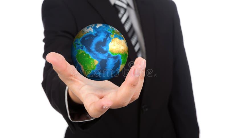 Hombre de negocios que sostiene la tierra (elementos de esta imagen f ilustración del vector