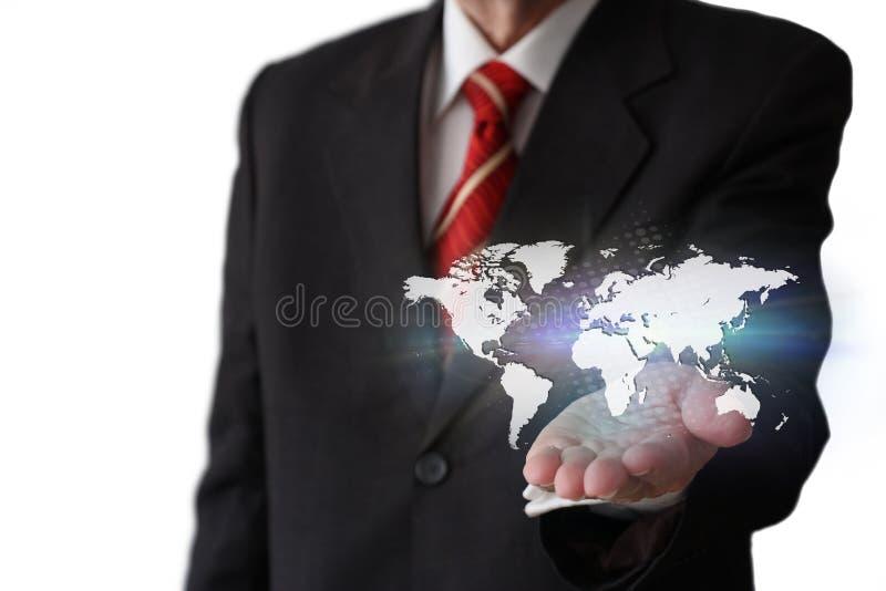 Hombre de negocios que sostiene un mapa del mundo fotos de archivo libres de regalías