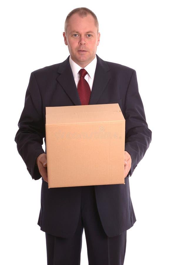 Hombre de negocios que sostiene un paquete. foto de archivo libre de regalías