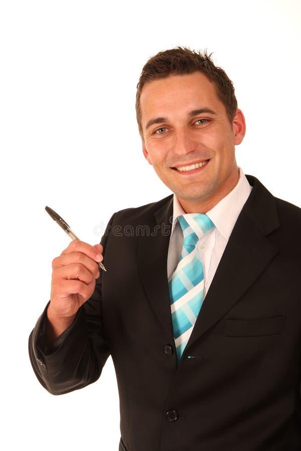 Hombre de negocios que sostiene una pluma fotografía de archivo