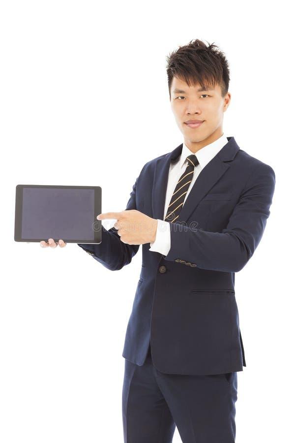 Hombre de negocios que sostiene una tableta a la presentación fotos de archivo