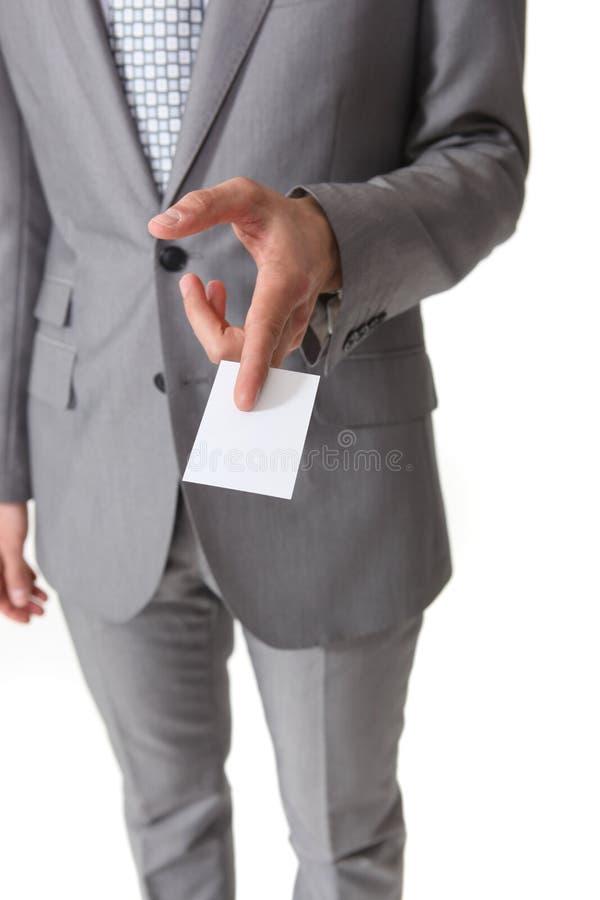 Hombre de negocios que sostiene una tarjeta imágenes de archivo libres de regalías