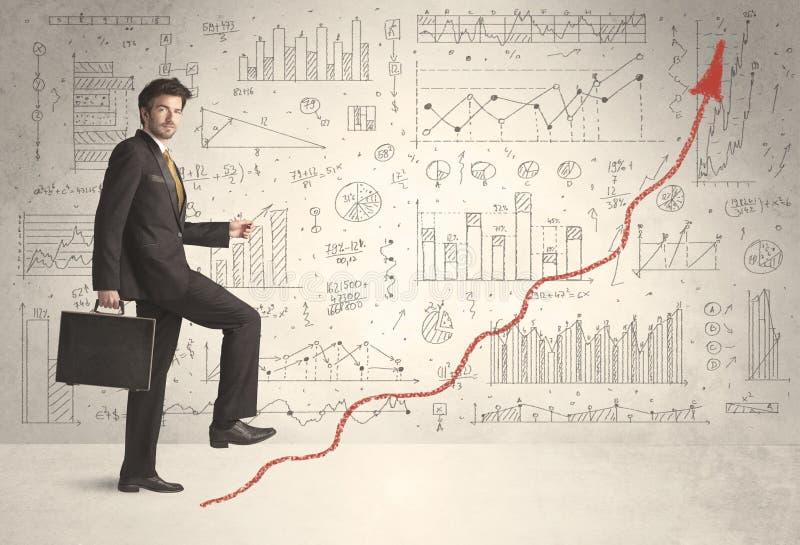 Hombre de negocios que sube en concepto rojo de la flecha del gráfico fotos de archivo