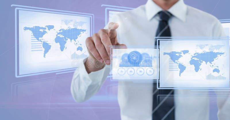 Hombre de negocios que toca y que obra recíprocamente con los paneles del interfaz de la tecnología imágenes de archivo libres de regalías