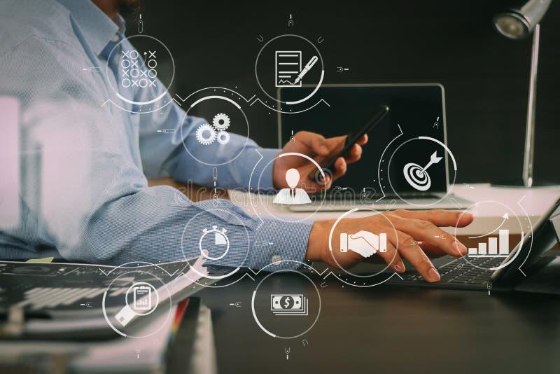 hombre de negocios que trabaja con el teléfono elegante y tableta y lapt digitales stock de ilustración