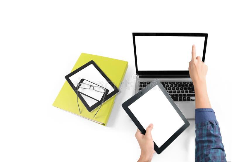 Hombre de negocios que usa la tableta digital a disposición imagenes de archivo