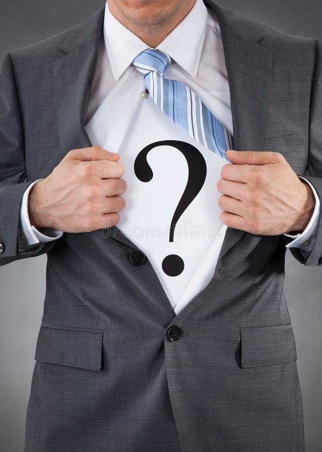 Hombre de negocios With Question Mark Sign fotografía de archivo libre de regalías