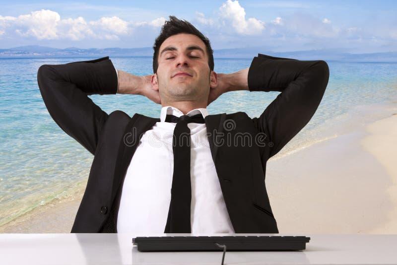 Hombre de negocios relajado imagenes de archivo