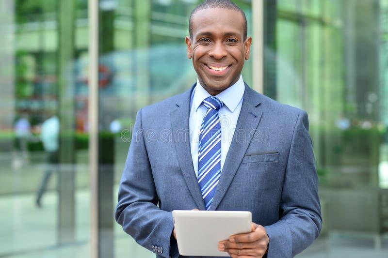 Hombre de negocios relajado usando su tableta digital fotos de archivo libres de regalías