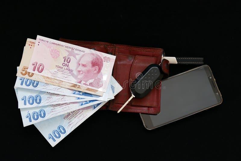 Hombre de negocios rico, teléfono móvil, cartera, dólar y llave del coche, fotos de archivo libres de regalías