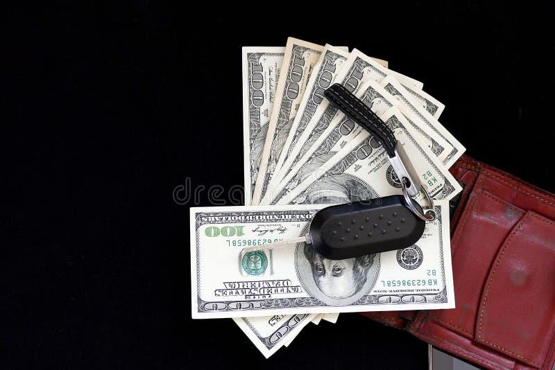 Hombre de negocios rico, teléfono móvil, cartera, dólar y llave del coche, fotografía de archivo libre de regalías