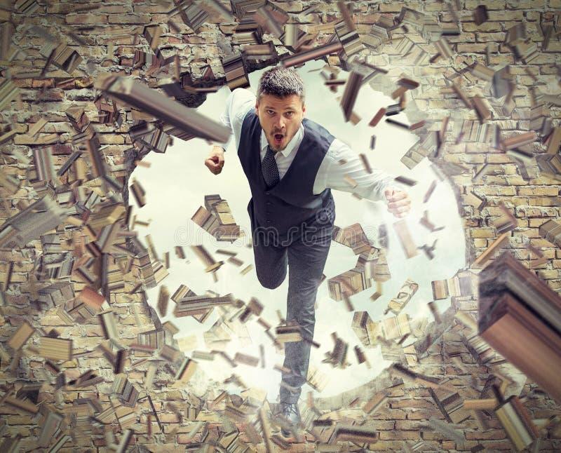 Hombre de negocios Running Through Wall foto de archivo libre de regalías