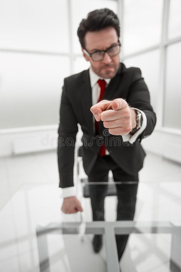 Hombre de negocios serio Pointing At You imágenes de archivo libres de regalías