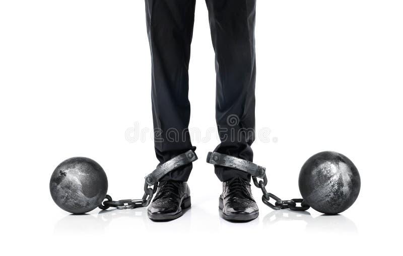 Hombre de negocios shackled en la bola y la cadena del hierro imágenes de archivo libres de regalías