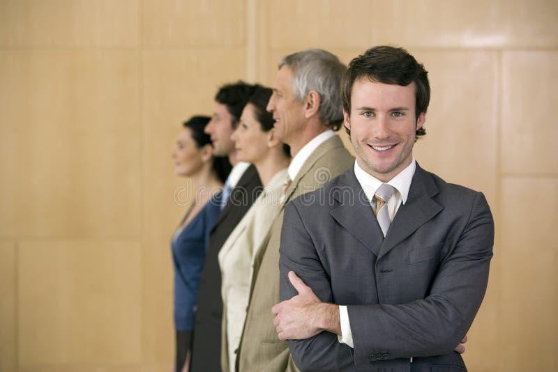 Hombre de negocios sonriente confidente imágenes de archivo libres de regalías