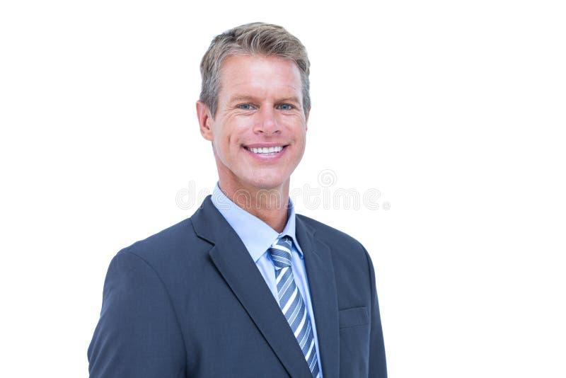 Hombre de negocios sonriente contra un fondo blanco foto de archivo libre de regalías