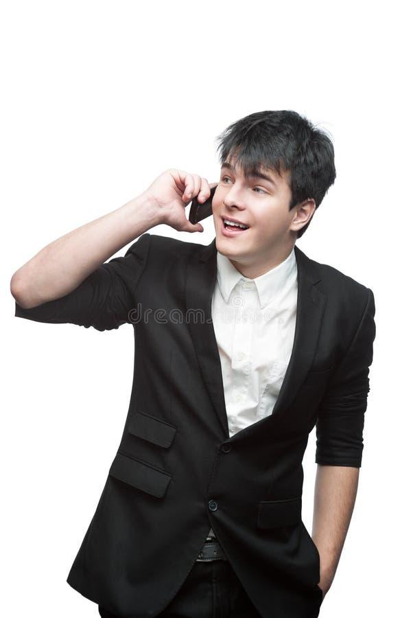 Hombre de negocios sonriente feliz que habla en el teléfono celular fotografía de archivo libre de regalías