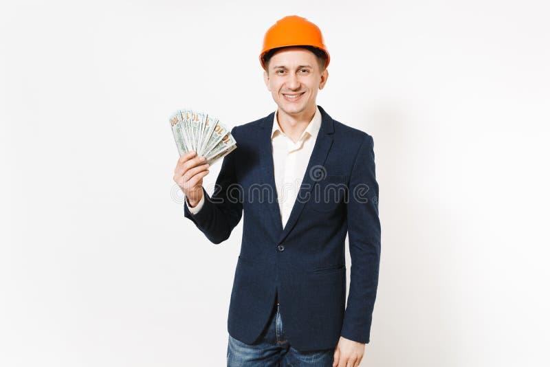 Hombre de negocios sonriente hermoso joven en el traje oscuro, paquete protector de dólares, dinero de la tenencia del casco de l fotos de archivo
