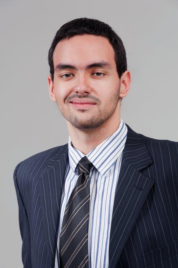 Hombre de negocios sonriente joven foto de archivo libre de regalías