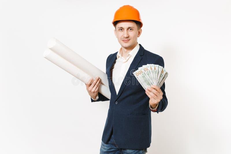 Hombre de negocios sonriente joven en traje oscuro, paquete protector de la tenencia del casco de protección de dólares, dinero d fotografía de archivo libre de regalías