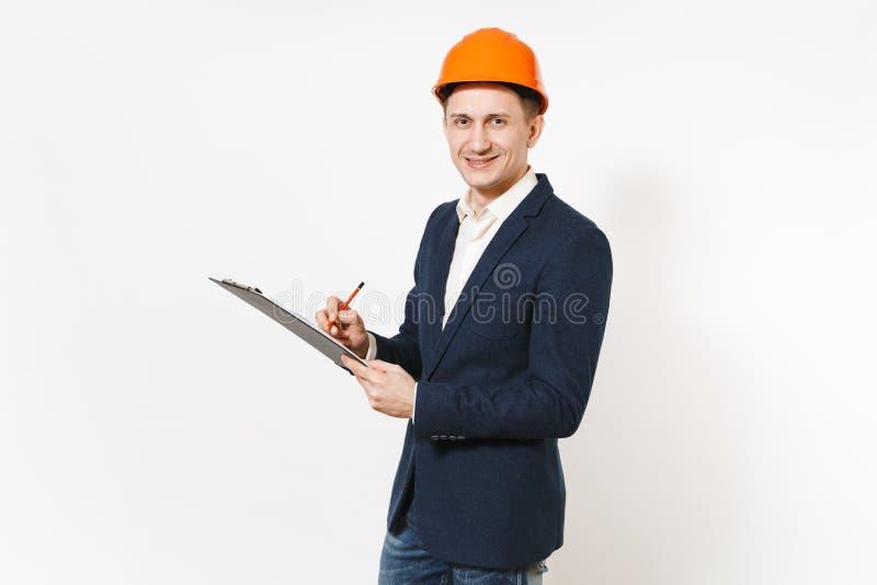 Hombre de negocios sonriente joven en traje oscuro, tablero protector de la tenencia del casco de la construcción con el document imágenes de archivo libres de regalías