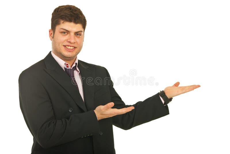 Hombre de negocios sonriente que hace la presentación fotografía de archivo