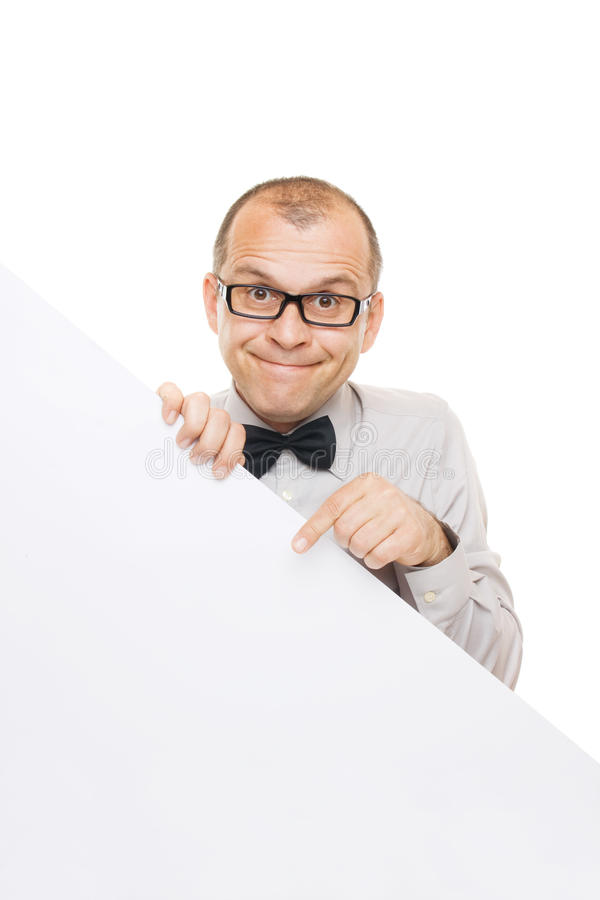 Hombre de negocios sonriente que lleva a cabo a la tarjeta blanca del Info foto de archivo