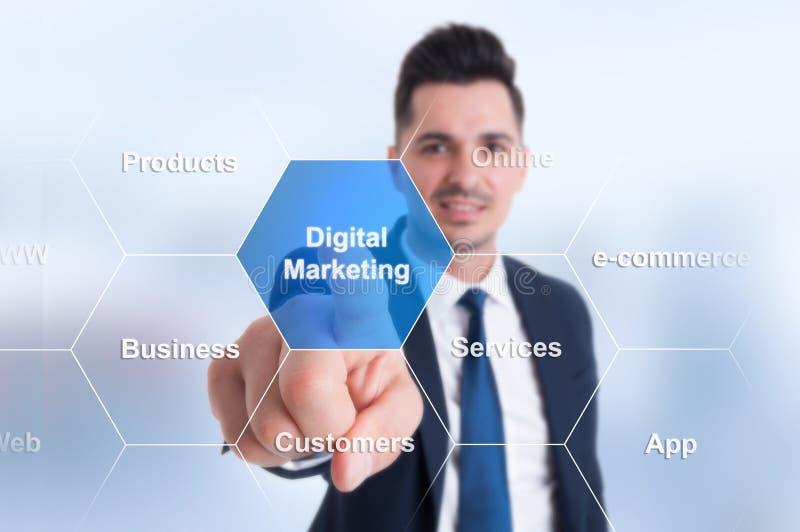 Hombre de negocios usando interfaz elegante con el botón y los iconos imágenes de archivo libres de regalías