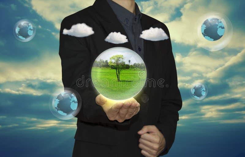 Hombre de negocios y burbujas reciclables foto de archivo libre de regalías