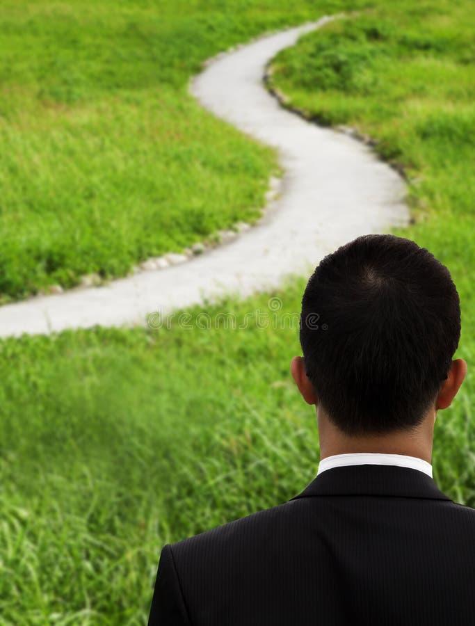 Hombre de negocios y camino curvado fotografía de archivo