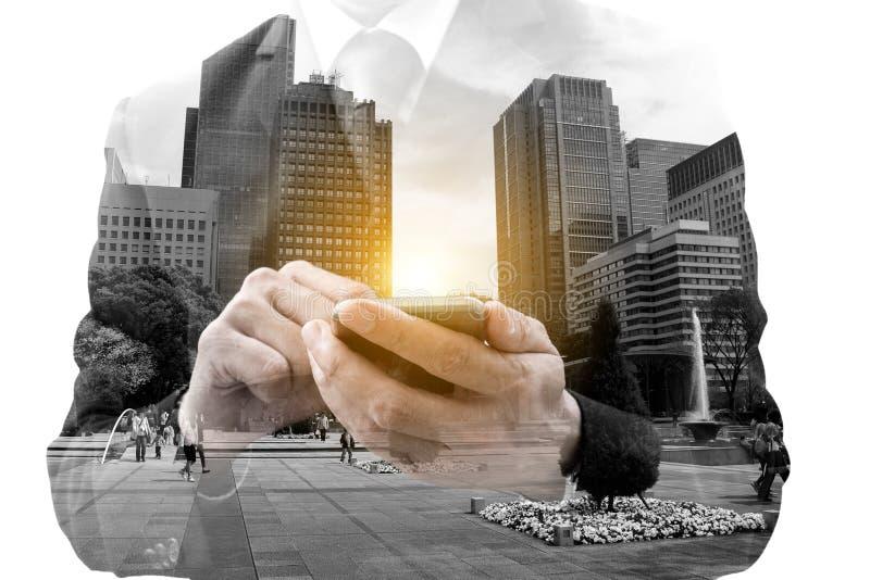 Hombre de negocios y paisaje urbano de la exposición doble imagen de archivo libre de regalías