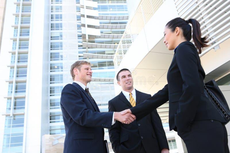 Hombre de negocios y personas de mujer