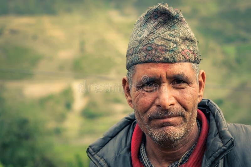 Hombre de ojos marrones en Nepal fotografía de archivo