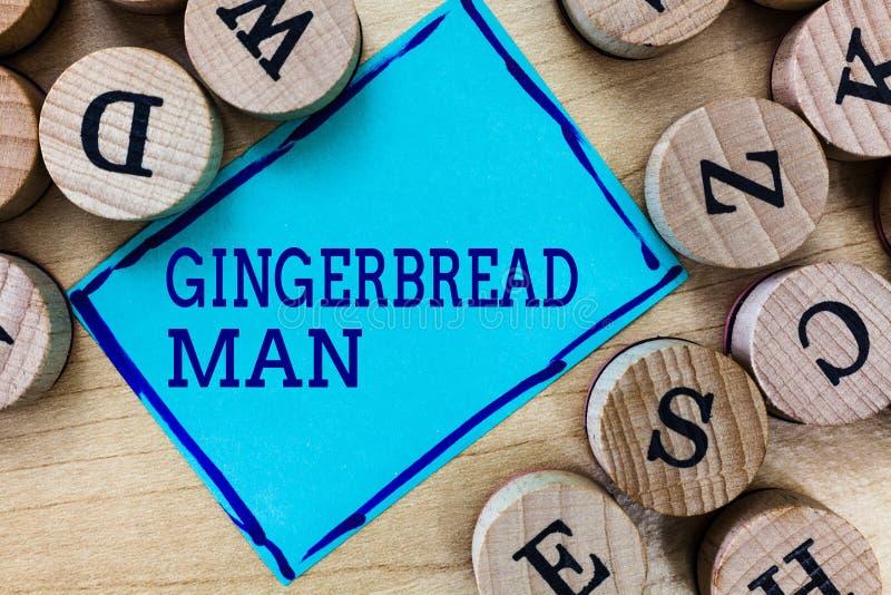 Hombre de pan de jengibre del texto de la escritura de la palabra Concepto del negocio para la galleta hecha del pan de jengibre  foto de archivo