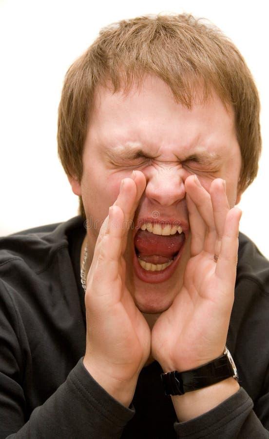 Hombre de Yoing que grita en alta voz foto de archivo