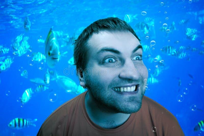 Hombre debajo del agua fotos de archivo