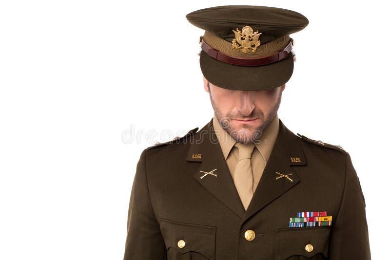 Hombre del ejército que mira abajo, llenado de vergüenza foto de archivo
