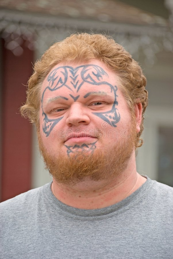 Hombre del tatuaje fotografía de archivo