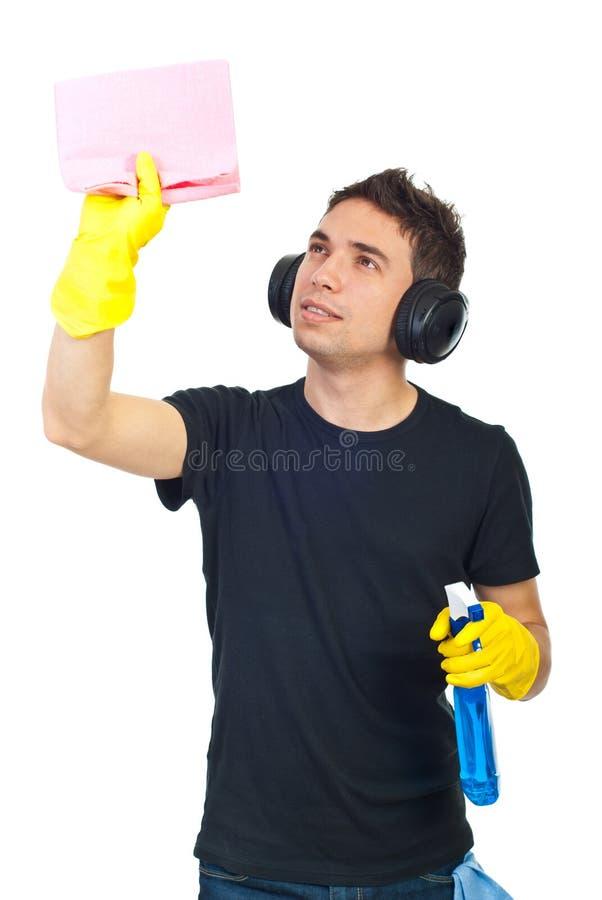 Hombre del trabajador de la casa de la limpieza imagen de archivo