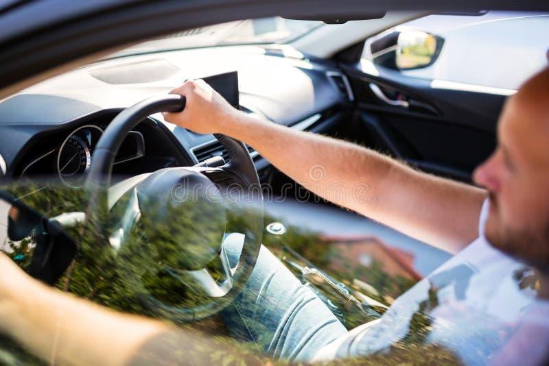 Hombre dentro del coche fotografía de archivo libre de regalías