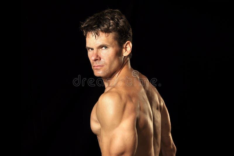 Hombre descamisado muscular imagen de archivo libre de regalías